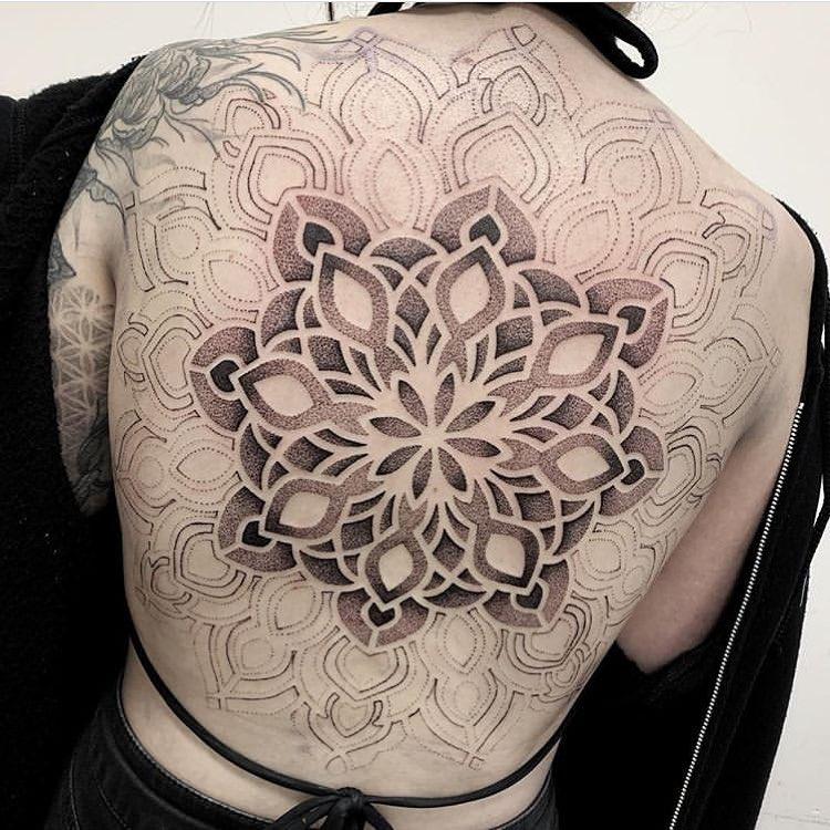 tattoo geometrico