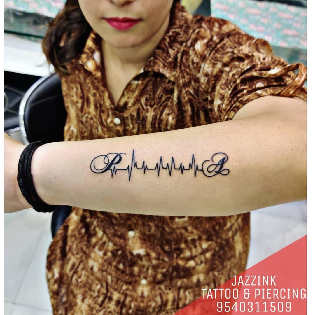 153 Tatuajes Con Iniciales de Varias Tipografías Modernas