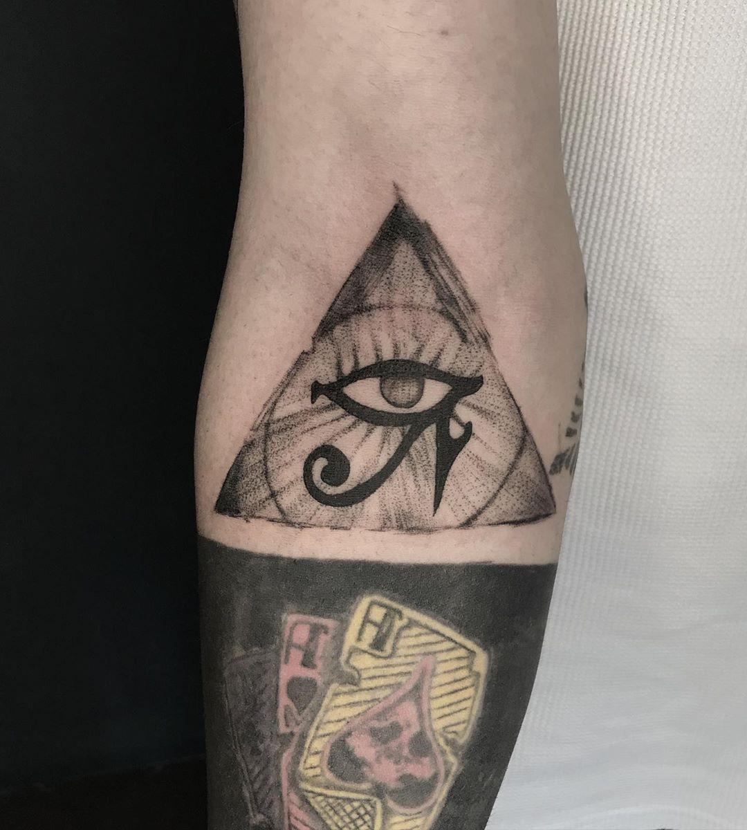 116 Diseños Originales Con Tatuajes de Triángulos