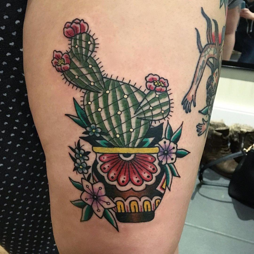 Studio Gus Tattoo 2020.12.31 Cactus tatoue avant le confinement par @louloutatoueur. Pour une consultation