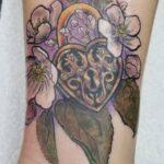 tatuaje flor de manzano