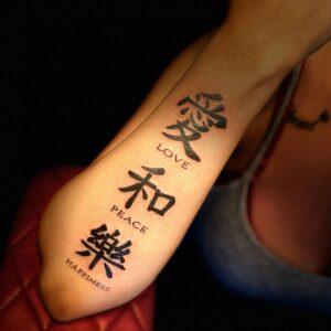 tatuaje letras chinas