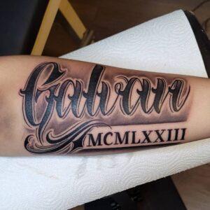 tatuaje de números romanos