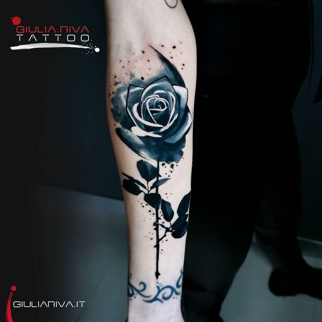 tattoo rosas negras