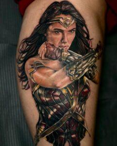 tatuaje mujer maravilla